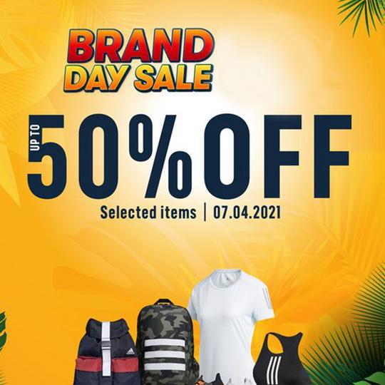 Supersports Vietnam khuyến mãi 50% SP Adidas vào thứ 4